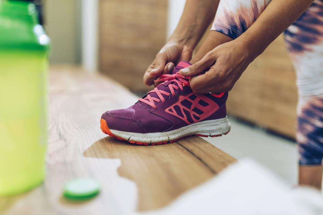 Wearing appropriate footwear that fits well can help prevent pain the feet.