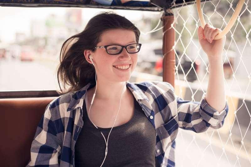 traveling-asia-young-pretty-girl-enjoying-trip