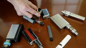 More than 800 ill, 12 dead from vaping in US